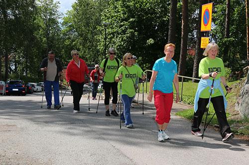 Walking People, Ulkoilua ryhmässä